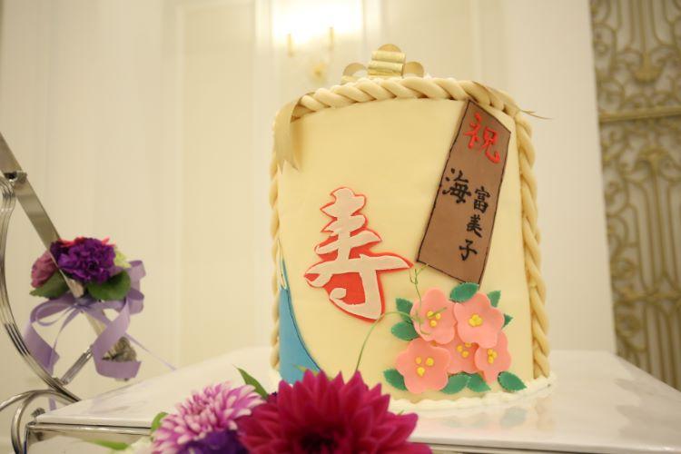 酒樽をイメージしたウェディングケーキ